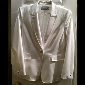 Tahari 2pc white pants suit. Brand New. Size 10